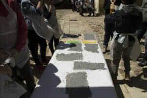 preparazione dei fogli di carta riciclata